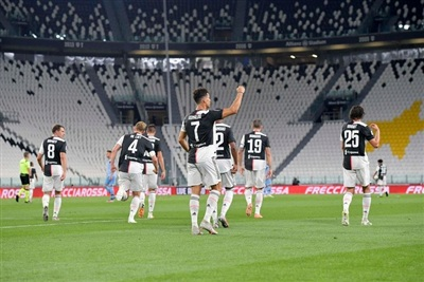 Sau 3 vòng liên tiếp chỉ biết hòa và thua, chiến thắng quan trọng 2-1 trước Lazio giúp Juventus nới rộng khoảng cách với đối thủ xếp sau Inter Miilan lên thành 8 điểm trong bối cảnh mùa giải chỉ còn lại 4 vòng đấu nữa.
