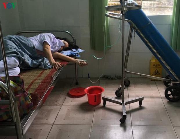 Nhân viên y tế đang được thở oxy, truyền dịch để tăng cường sức khỏe (Ảnh:Trần Văn Thể, VP UBND quận Liên Chiểu)