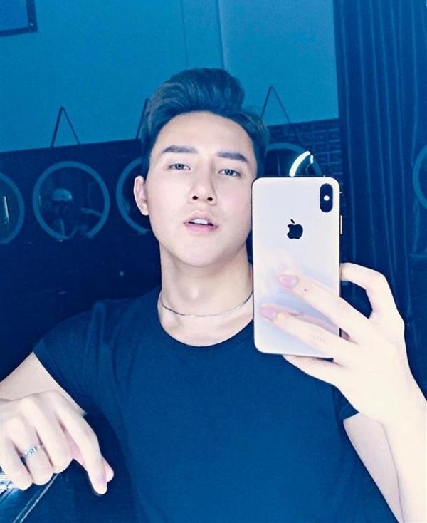 Hot trend trên đến từ hot boy Khoa Vương của mạng xã hội Tik Tok.