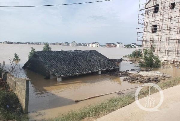 Lũ lụt hoành hành ở Trung Quốc