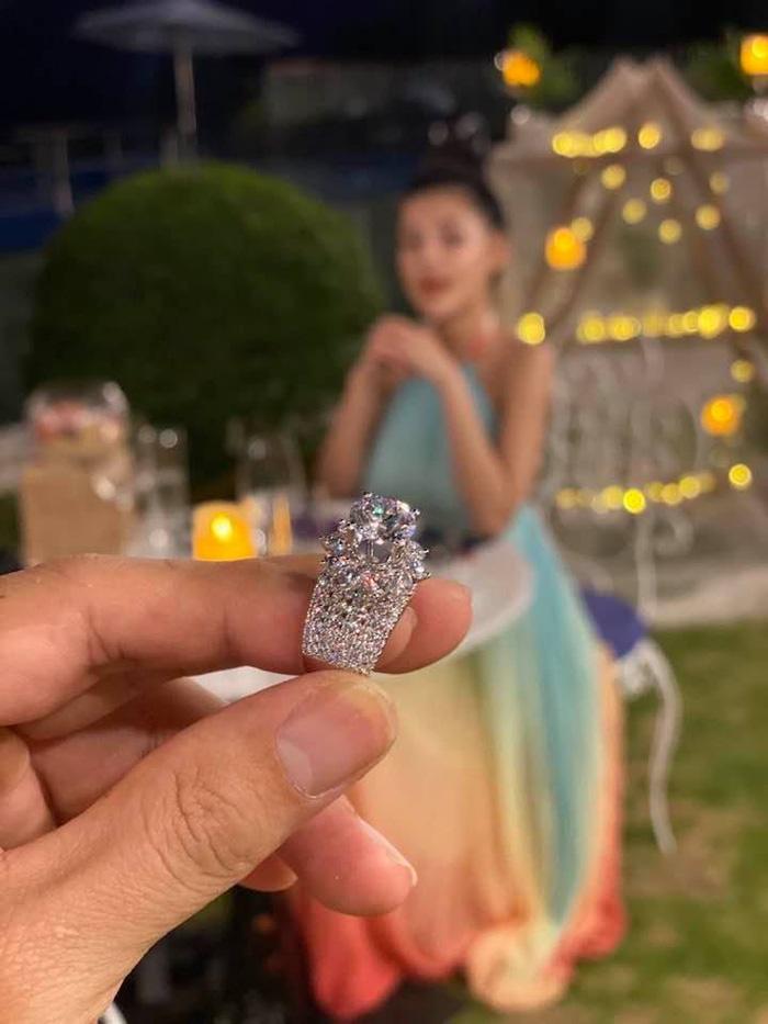 Cận cảnh chiếc nhẫn kim cương có giá 40 triệu đồng.