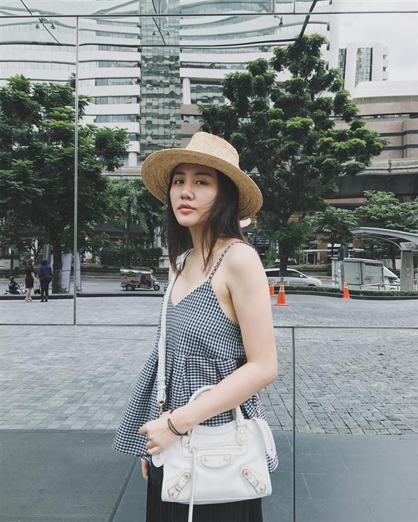 Vóc dáng hậu giảm cân của Văn Mai Hương.