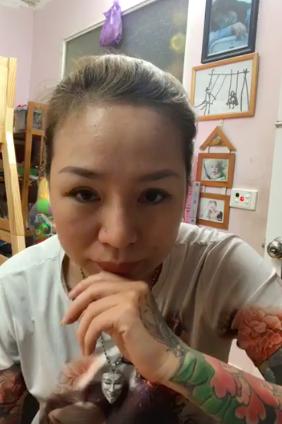 Chị Nhung cảm thấy bức xúc trước hành động của người chồng trong vụ đánh ghen.