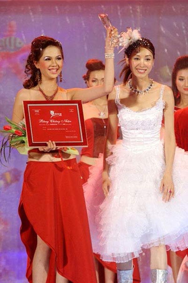 Ngọc Trinh khoảnh khắc đạt giải Siêu mẫu ăn ảnh - Siêu mẫu Việt Nam 2005