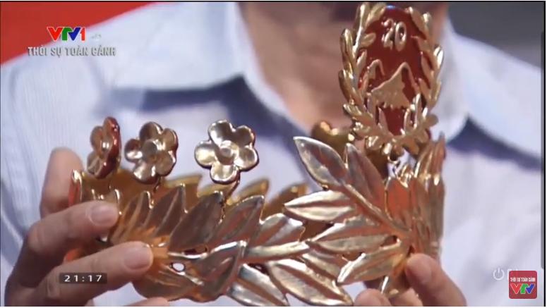 Chiếc vòng nguyệt quế được chế tác vô cùng tỉ mỉ bằng vàng 4 số 9 nguyên chất