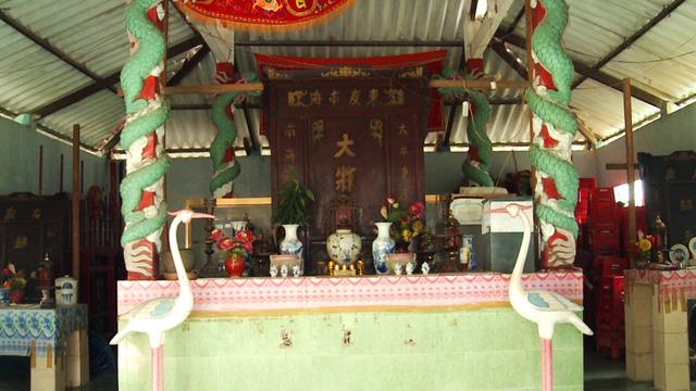 Đền thờ Nghinh Ông ở Cồn Bửng, Thạnh Phú. Ảnh: Chu Phương