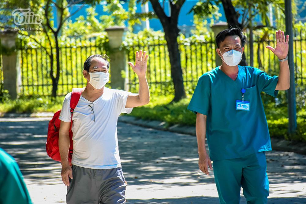 Bệnh nhân 936, 56 tuổi, nhà ở đường Hoàng Diệu, Q. Hải Châu, TP. Đà Nẵng có 19 lần xét nghiệm dương tính với Sars-CoV-2. Bệnh nhân điều trị ở BV Dã chiến Hòa Vang 1 tháng 9 ngày, đến thời điểm hiện tại đã 3 lần âm tính.