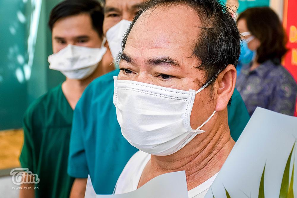 'Những ngày điều trị ở bệnh viện, các y bác sĩ đã lo lắng và chăm sóc cho tôi rất chu đáo. Nhờ vậy mà tôi nhanh chóng khỏi bệnh, yên tâm về nhà, tôi rất biết ơn các y bác sĩ' – BN 936 nói lời tri ân đội ngũ cán bộ y tế tham gia điều trị cho mình.