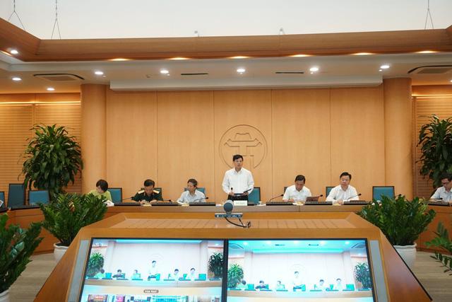 Phó Chủ tịch UBND TP Hà Nội Ngô Văn Quý phát biểu tại cuộc họp.