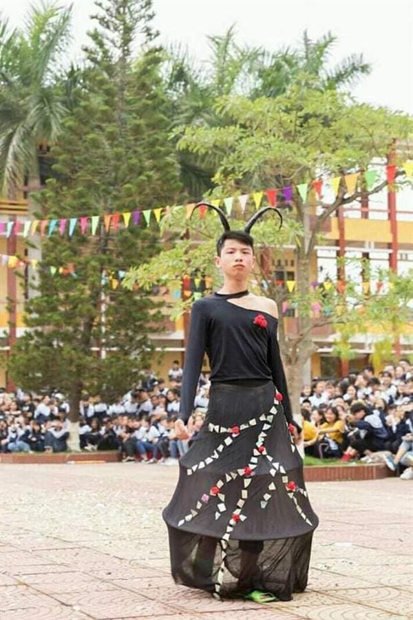 Phong cách Mã Lệ Phi Xuân với đôi tông xanh nõn chuối.