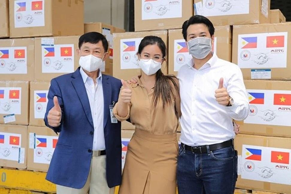 Gia đình Tiên Nguyễn có nhiều hoạt động ủng hộ chống dịch Covid-19 ở Việt Nam.