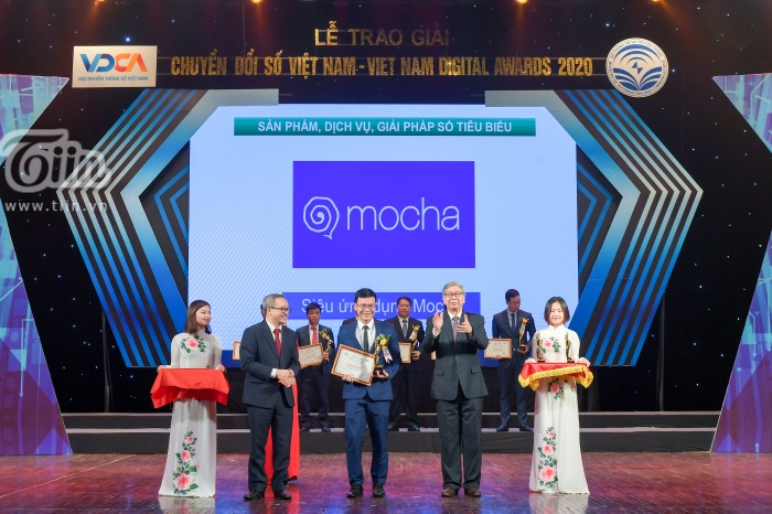 Phó Giám đốc Viettel Media Nguyễn Đăng Tùng đại diện công ty lên nhận giải