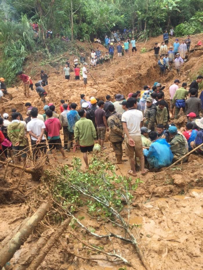 Hiện trường vụ sạt lở đất chôn vùi 6 người cùng một nhà