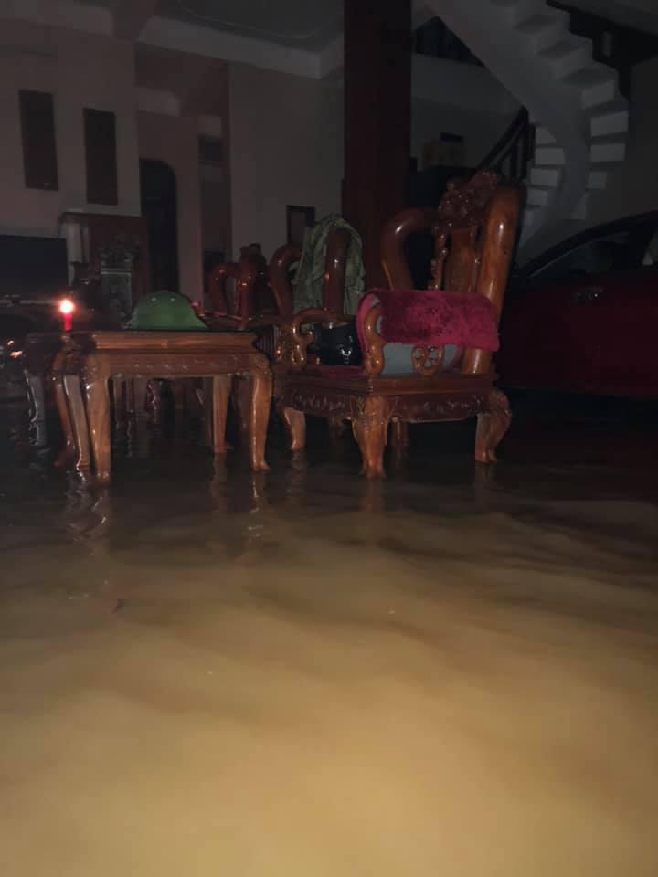 Quảng Bình: Nước dâng trong đêm, đội cứu hộ nỗ lực từng giây, nhiều nơi chưa thể tiếp cận vì nước chảy xiết 7
