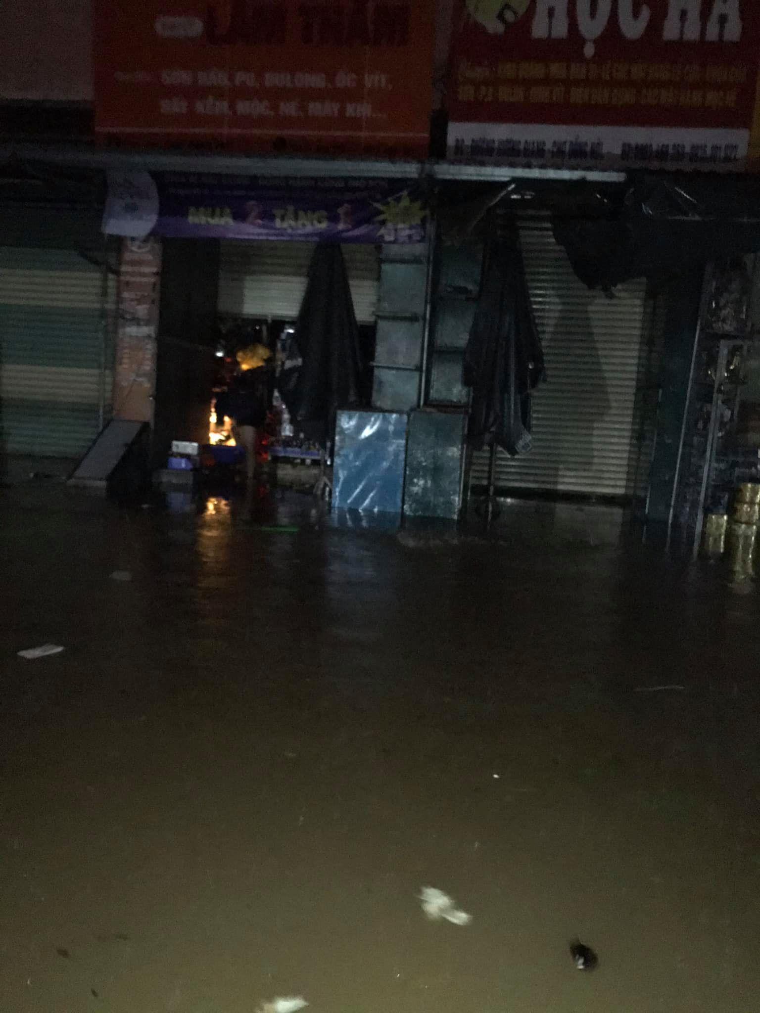 Quảng Bình: Nước dâng trong đêm, đội cứu hộ nỗ lực từng giây, nhiều nơi chưa thể tiếp cận vì nước chảy xiết 10
