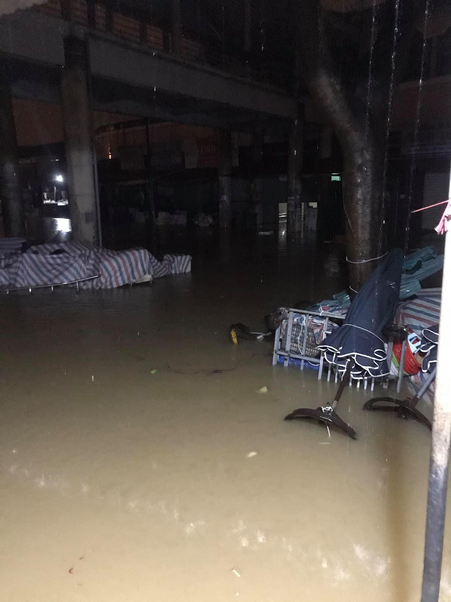 Quảng Bình: Nước dâng trong đêm, đội cứu hộ nỗ lực từng giây, nhiều nơi chưa thể tiếp cận vì nước chảy xiết 11