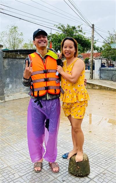 Phan Anh cùng cô gái Huế