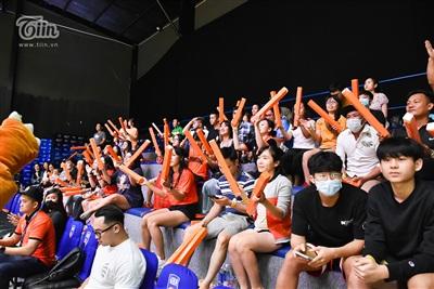 Danang Dragons gặp Thang Long Warriors trong trận đấu thứ 11 thuộc vòng loại VBA 2020. Hôm nay, đội bóng thu hút lượng khán giả đến cổ vũ tăng mạnh.