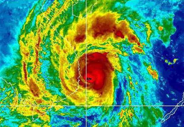 Ảnh vệ tinh về cơn bão Damrey lịch sử năm 2017