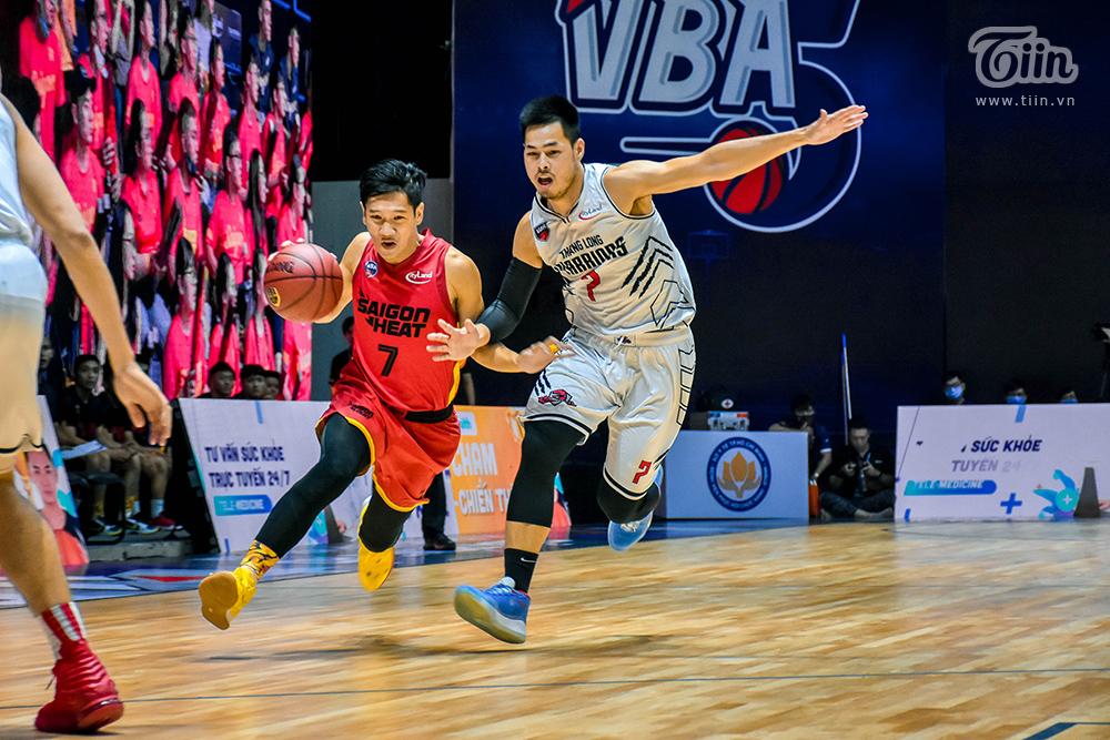 Sau 5 trận đấu vòng loại VBA 2020, cầu thủ của Thang Long Warriors chính thức trở thành nam thần trong mắt nhiều fangirls khi có màn thể hiện không thể xuất sắc hơn.