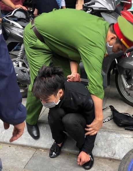 Nghi phạm cướp tiệm vàng bị bắt giữ. Ảnh: PL&BĐ.