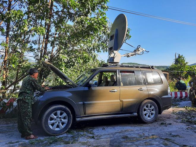 Xe thông tin VSAT được điều đến hiện trường hỗ trợ công tác cứu nạn. Ảnh: ĐOÀN ĐẠO - HỒ QUÂN/Báo Quảng Nam