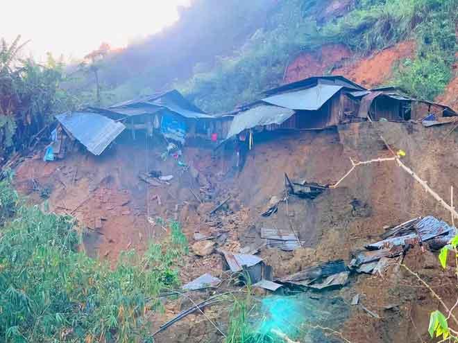 Một điểm sạt lở núi tại Phước Sơn (Ảnh: PLO)