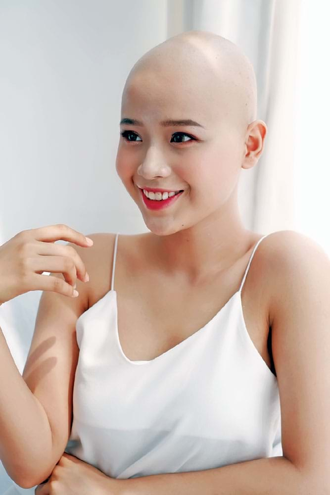 Bức ảnh Đặng Trần Thủy Tiên dự thi Duyên dáng Ngoại thương - Beauty & Charm 2019 khi đang trongquá trình điều trị
