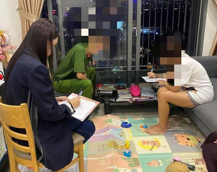 Hương Giangvà một người mặc sắc phục công an đang làm việc với antifan. Ảnh: FanpageHoa hậu Hương Giang.