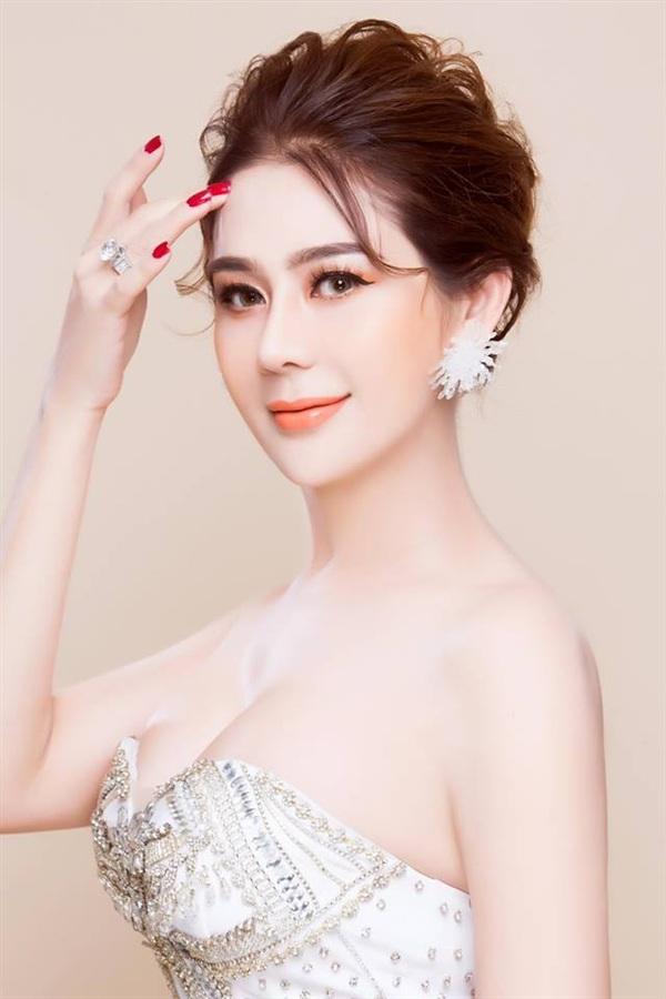 Hương Giang và Lâm Khánh Chi là hai người đẹp chuyển giới nổi tiếng bậc nhất Vbiz