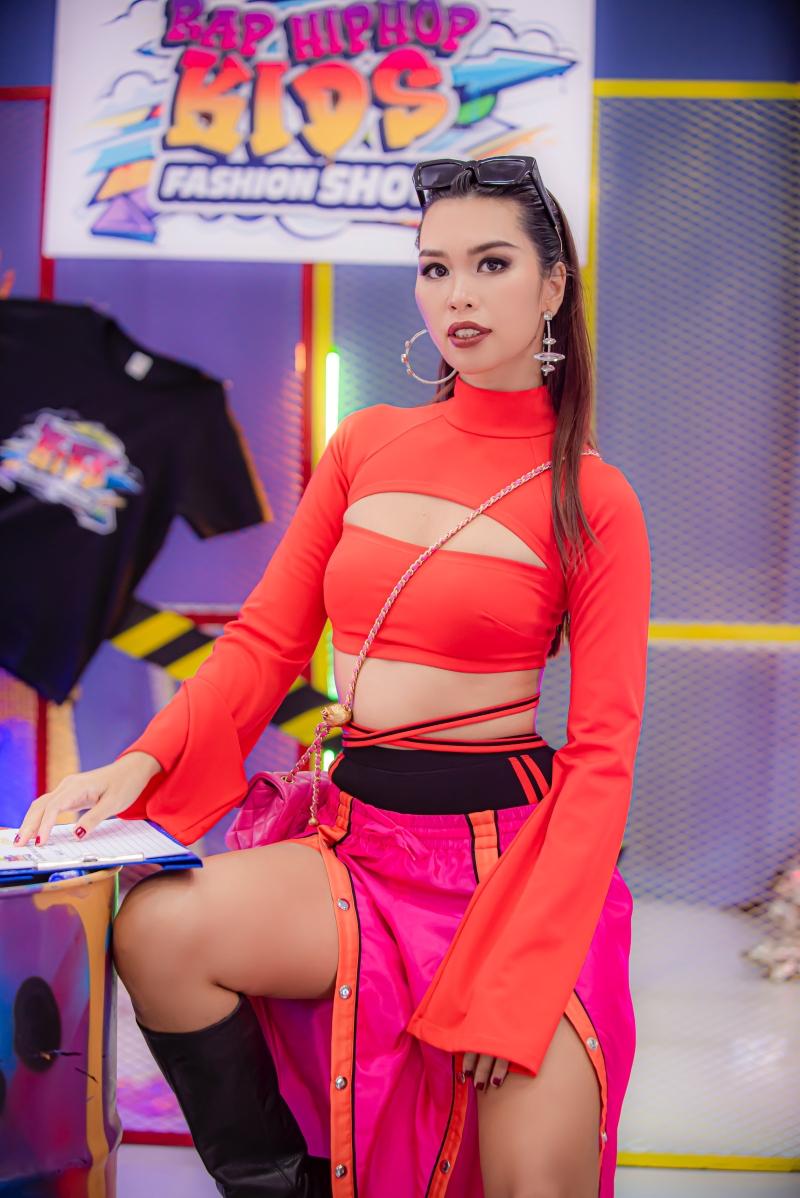 Siêu mẫu Hà Anh nổi tiếng không ở kỹ năng người mẫu, cô còn được đánh giá cao vì phong cách làm việc chuyên nghiệp và có những tiêu chuẩn theo xu hướng thị trường quốc tế. Kinh nghiệm nhiều năm hoạt động ở quốc tế giúp Hà Anh biết cách chắt lọc ra những người mẫu triển vọng của Việt Nam.