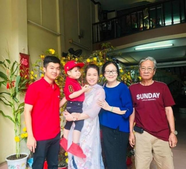Nhật Kim Anh từng chia sẻ: 'Hơn 2 năm chung sống với nhau, điều mà tôi day dứt nhất chính là đã khiến cho ba mẹ và gia đình nhà chồng tôi kỳ vọng quá nhiều về hạnh phúc này, để rồi cuối cùng lại khiến họ thất vọng. Họ thật sự quá tốt với tôi'