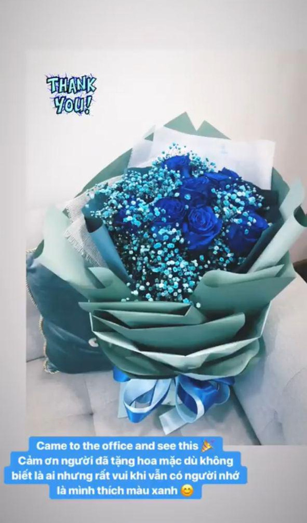 Cô nàng bày tỏ niềm yêu thích với màu xanh