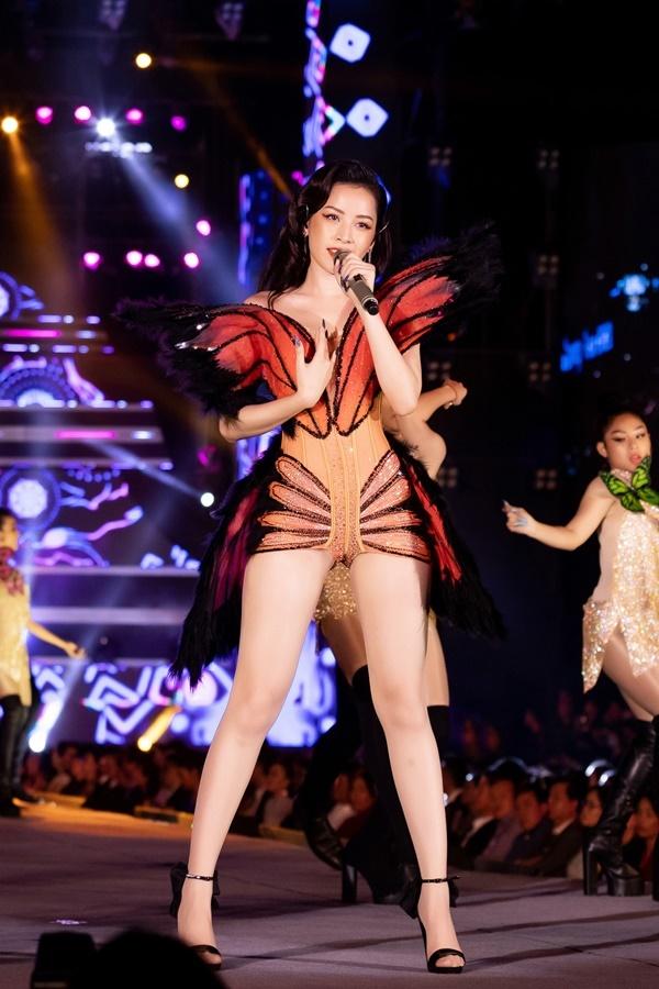Chi Pu có đã màn trình diễn bùng nổ tại Bán kết Hoa hậu Việt Nam 2020.