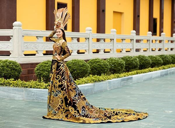 Trước đó, Thái Thị Hoa đã xuất sắc đạt được giải Trang phục dân tộc đẹp nhất khu vực châu Á - Thái Bình Dương.