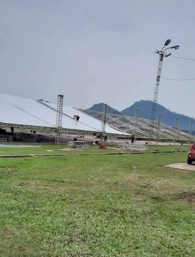 Công Phượng có mặt tại quê nhà Nghệ An để chuẩn bị đám cưới, rạp dựng ở sân vận động 'loading'đến 80% 1
