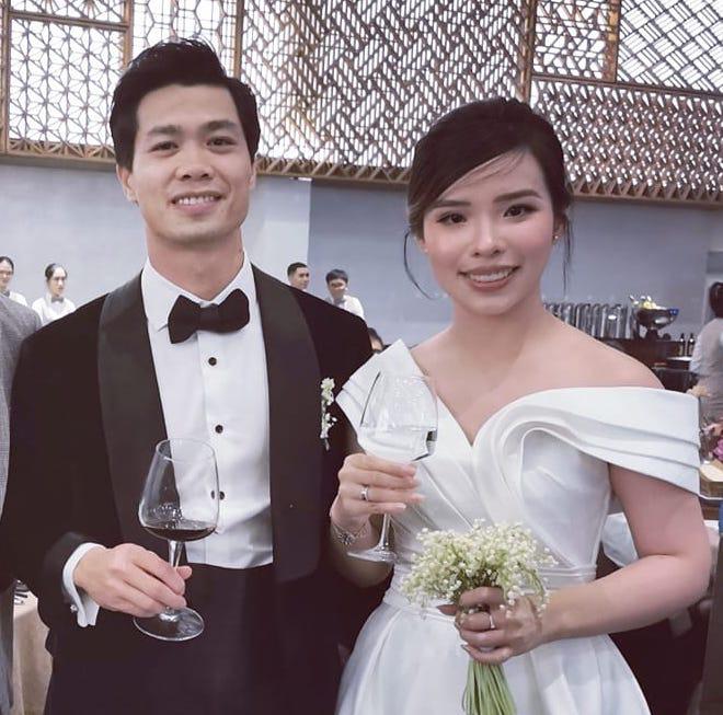 Công Phượng có mặt tại quê nhà Nghệ An để chuẩn bị đám cưới, rạp dựng ở sân vận động 'loading'đến 80% 4