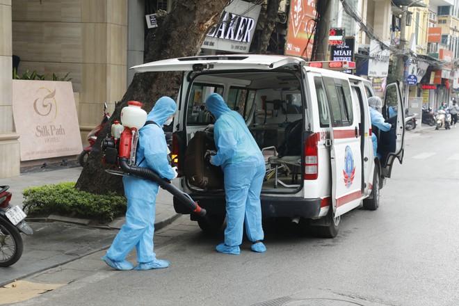 Bệnh nhân Covid-19 mới được phát hiện tại nơi cách ly trên địa bàn Q.Hoàn Kiếm, Hà Nội. Ảnh: Thanh Niên