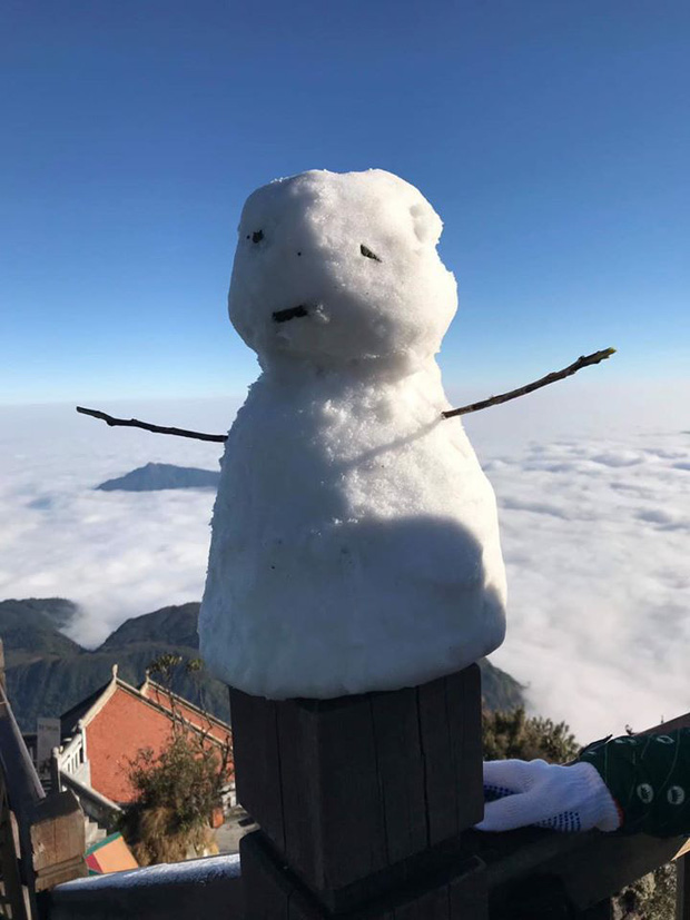 Khách du lịch rục rịch rủ nhau lên đỉnh Fansipan săn tuyết rơi.