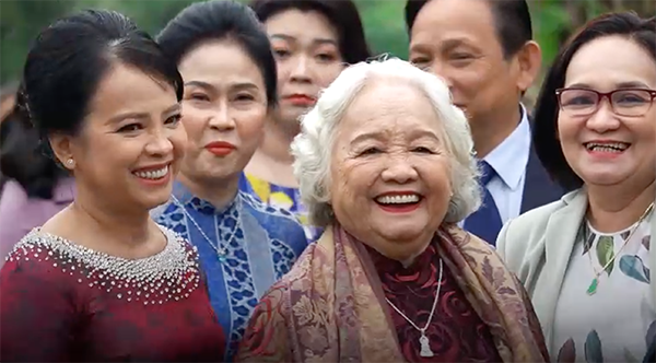 Nụ cười rạng rỡ của mẹ Viên Minh