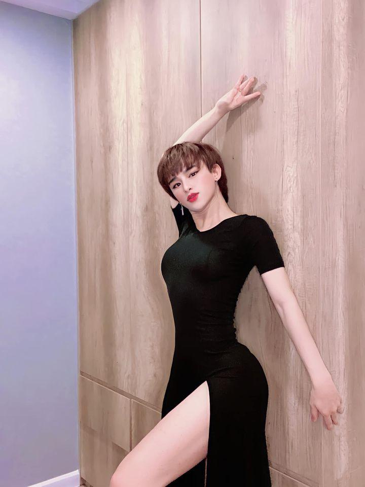 Trần Đức Bo lộ ảnh bán nude gợi cảm nhức mắt, để mặc nhiều người soi phần 'nhạy cảm' 2