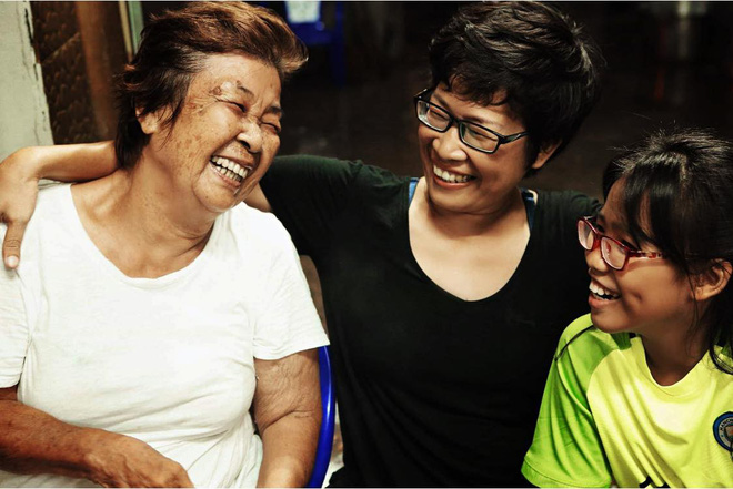 3 thế hệ nhà chị Vân Anh lần lượt mắc ung thư, nhưng họ vẫn vui sống trong quỹ thời gian còn lại. Ảnh: NVCC.