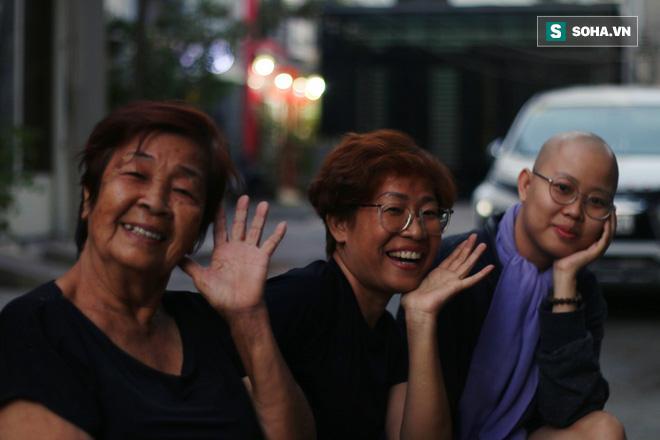 Thay vì đau buồn, cả 3 thế hệ trong gia đình lại chọn cách đối mặt và chiến đấu.