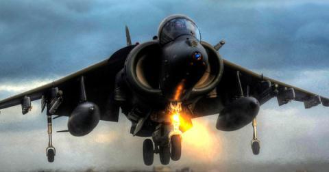 Máy bay AV-8B Harrier.