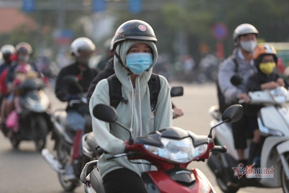 Người Sài Gòn ra đường đi làm phải co ro trong cái lạnh19 độ C