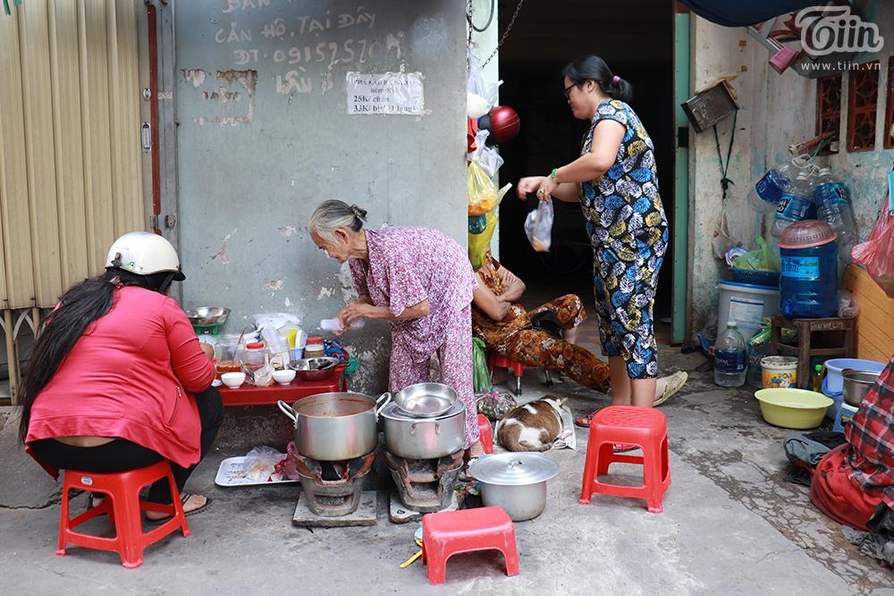Quán phá lấu nhỏ nức tiếngtồn tại trong con hẻm ởSài Gòn suốt 30 năm qua