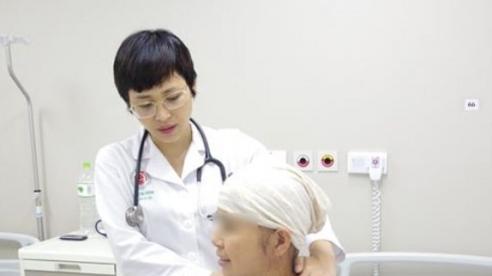 Bài học của bệnh nhân ung thư phổi bỏ điều trị để theo phương pháp trên mạng
