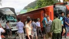 Ninh Bình: Xe khách gây tai nạn liên hoàn rồi lật nghiêng, 1 phụ nữ tử vong