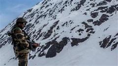 Ấn Độ: Phát hiện lính Trung Quốc 'lũ lượt nằm cáng' rời khỏi các cứ điểm trên núi