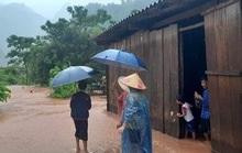 Quảng Bình: 13 bản bị cô lập, 66 người mất tích trong rừng